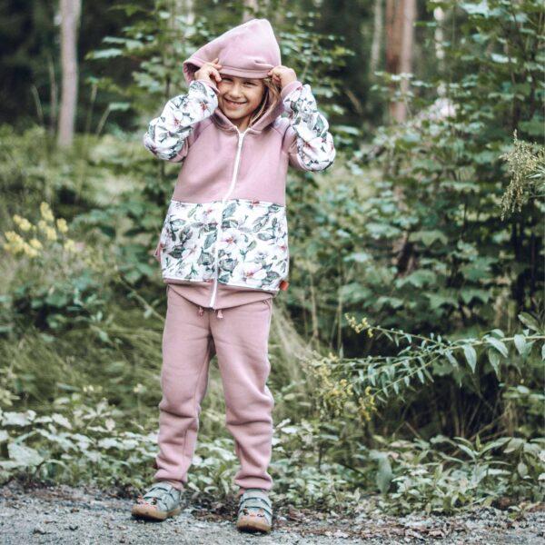 dziewczynka w dresie flowers